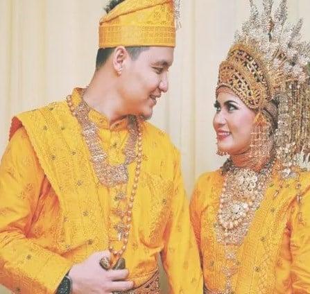 10-Pakaian-Khas-Adat-Sumatera-Utara